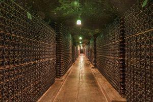 Ein großer alter Weinkeller