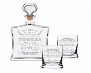 Drei Gefäße für das Trinken und Aufbewahren von Alkohol