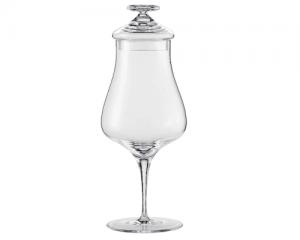 Ein Glas für Schnaps mit Deckel