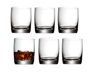 Mehrere klassische Trinkgefäße für Alkoholika